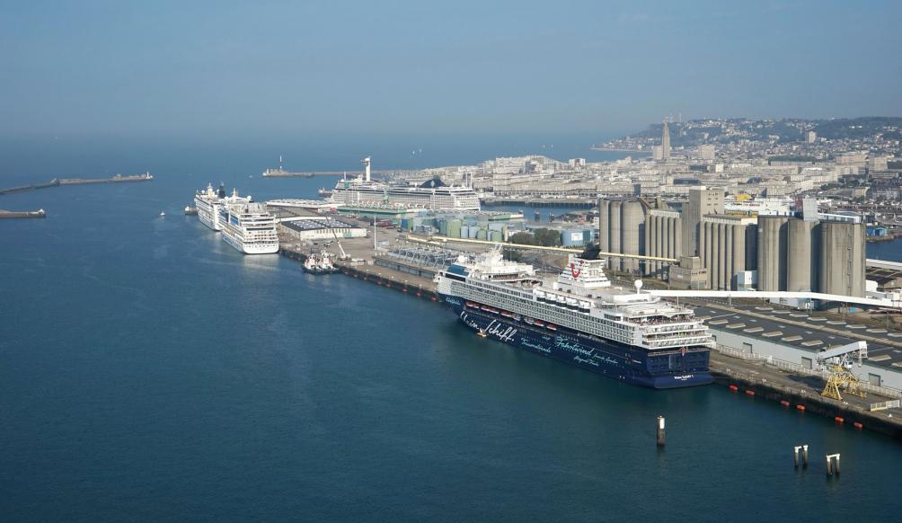 vue aérienne du terminal de croisières au Havre