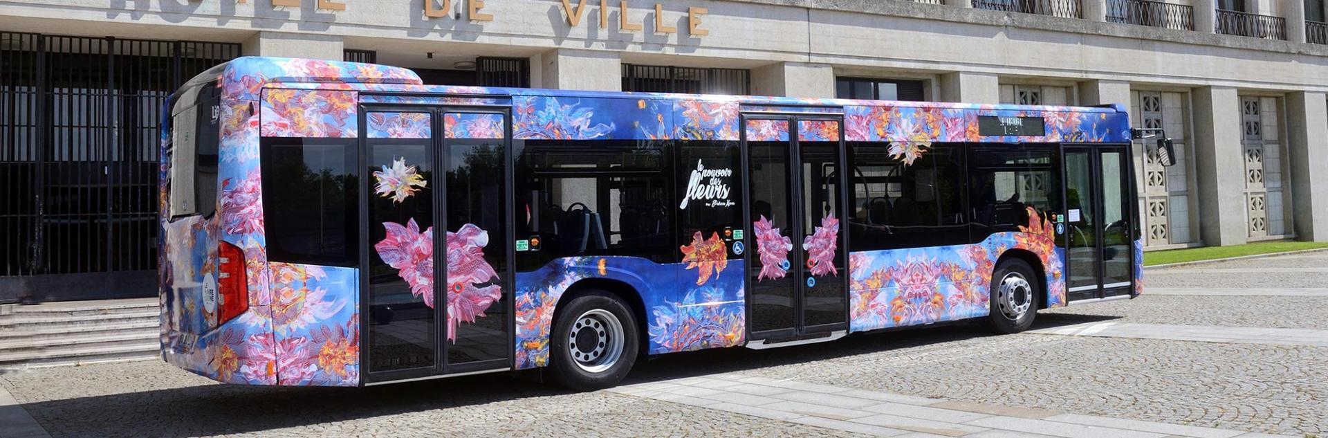 le bus Dell'Arte habillé par Patricia Harris