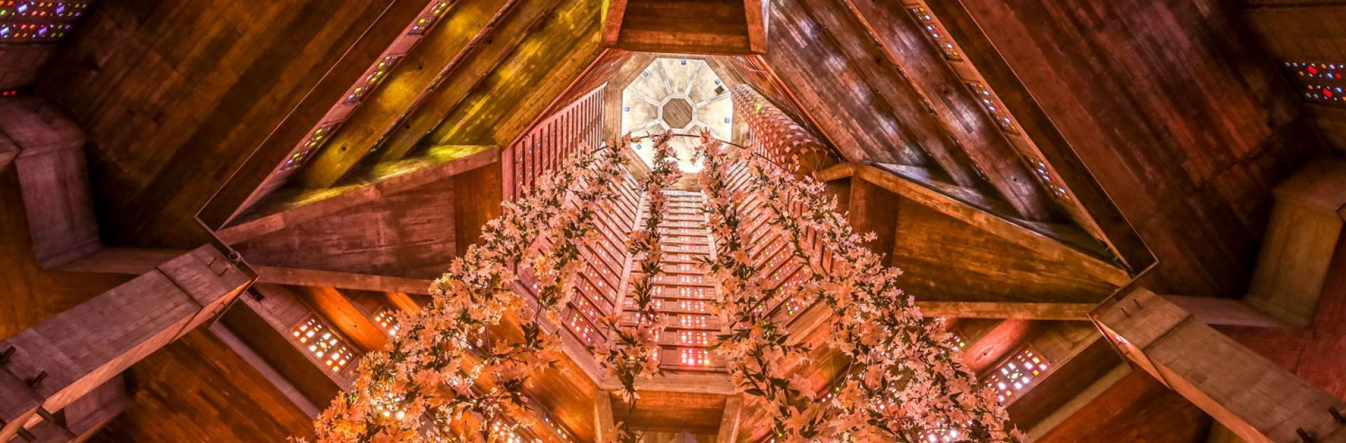 L'installation la Tendresse des Loups de Claude Lévêque dans l'Eglise Saint-Joseph