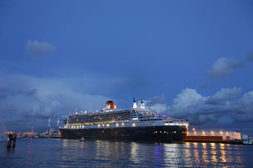 Le Queen Mary amarré au Havre