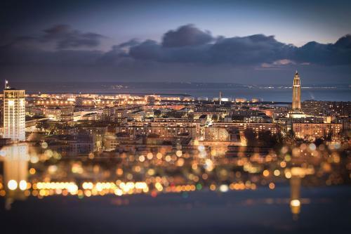 vue du centre ville du Havre la nuit