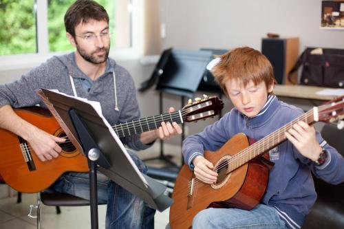 Cours de guitare à l'école de musique intercommunale